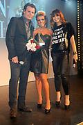 Beau Monde Awards 2012 in het Amstel Hotel, Amsterdam.<br /> <br /> Op de foto:  Leco van Zadelhoff en Leontien Borsato reiken de Make-over Award uit aan Leontien van Moorsel