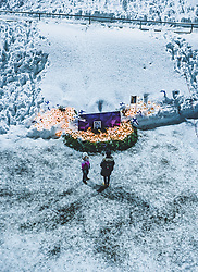 THEMENBILD - Einwohner gedenken dem verstorbenen Skispringer Matti Nykaenen mit Kerzen rund um ein Foto, aufgenommen am 09. Februar 2019 in Lahti, Finnland // Residents commemorate the dead ski jumper Matti Nykaenen with candles around a photo. Lahti, Finland on 2019/02/09. EXPA Pictures © 2019, PhotoCredit: EXPA/ JFK