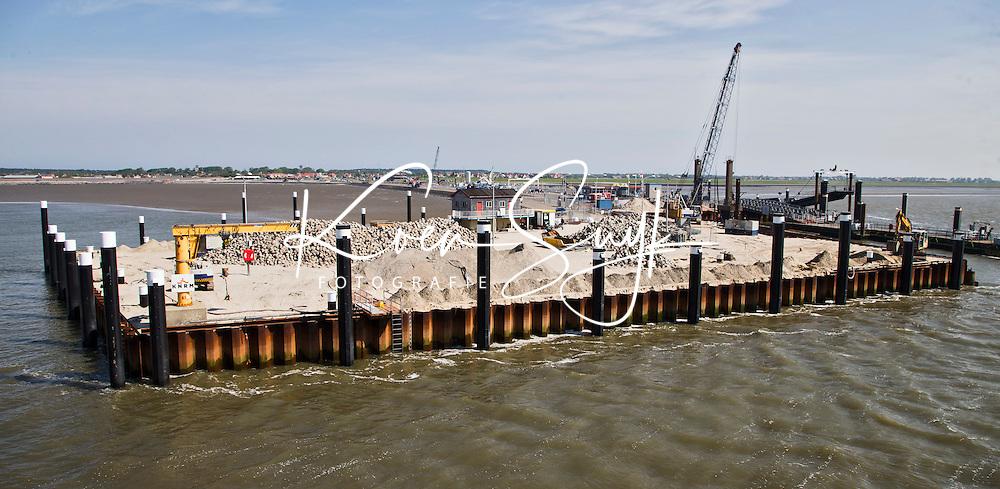 HOLWERD -  De nieuwe veerhaven van Ameland in aanbouw. COPYRIGHT KOEN SUYK