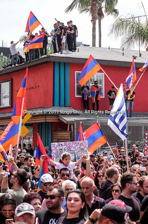 """4月24日,在美国洛杉矶,示威者高喊口号参加纪念""""亚美尼亚大屠杀""""事件102周年游行。新华社发(赵汉荣摄)<br /> Thousands of Armenians carrying signs and Armenian flags march in Los Angeles, the United States, Monday April 24, 2017, to mark the 102nd anniversary of the Armenian Genocide. (Xinhua/Zhao Hanrong)(Photo by Ringo Chiu/PHOTOFORMULA.com)<br /> <br /> Usage Notes: This content is intended for editorial use only. For other uses, additional clearances may be required."""