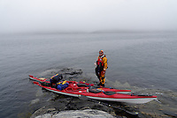 Kayaker having a break, Kragerøfjorden - kajakkpadler tar seg en pause et sted i Kragerøfjorden