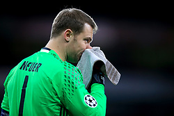 7 March 2017 - UEFA Champions League - (Round of 16) - Arsenal v Bayern Munich - Bayern Munich goalkeeper, Manuel Neuer wipes his nose on a towel - Photo: Marc Atkins / Offside.