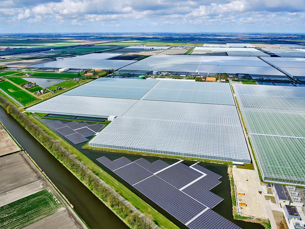Nederland, Noord-Holland, Wieringermeer, 07-05-2021; Middenmeer, Agriport  zicht op de glastuinbouw kassen voor het verbouwen van  trostomaten en komkommers. Zonnepanelen in de restruimte.<br /> Middenmeer, Agriport - view of the greenhouse horticulture greenhouses for growing vine tomatoes and cucumbers.<br /> Solar panels in the residual space.<br /> luchtfoto (toeslag op standard tarieven);<br /> aerial photo (additional fee required)<br /> copyright © 2021 foto/photo Siebe Swart