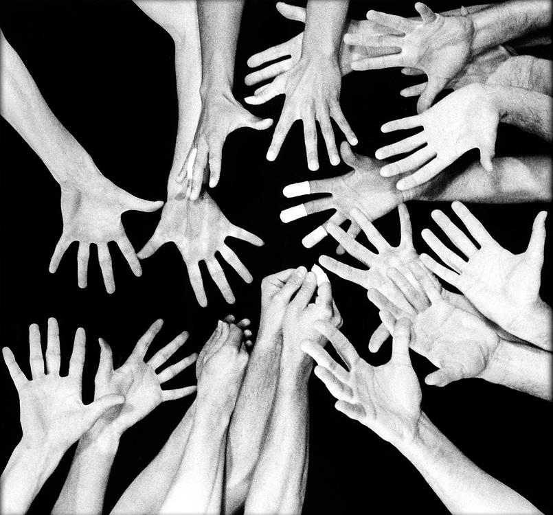 Nederland, 1996.<br /> Volleybal, Nederlands Team, Mannen.<br /> De handen van de spelers van het Nederlands Team die goud wonnen op de Olympische Spelen van Atlanta, USA.<br /> Foto: Klaas Jan van der Weij