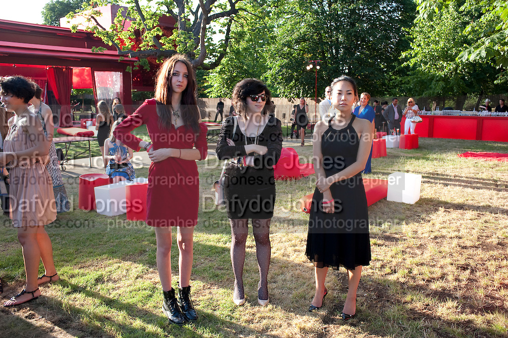 TISH WEINSTOCK; KAT DAY; KYUNG AN, The Summer Party. Serpentine Gallery. 8 July 2010. -DO NOT ARCHIVE-© Copyright Photograph by Dafydd Jones. 248 Clapham Rd. London SW9 0PZ. Tel 0207 820 0771. www.dafjones.com.