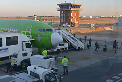 09-07-18 Lanseria Airport. Ground crew and airport staff busy near a Kulula.com plane while travellers disembark. Picture: Karen Sandison/African News Agency (ANA)