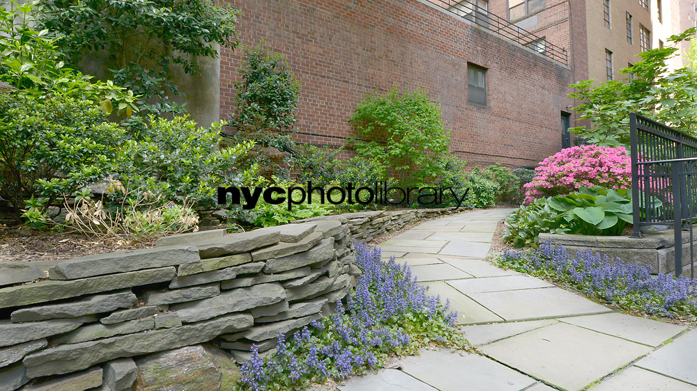 Courtyard at 36 Sutton Place South