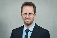 11 APR 2014, BERLIN/GERMANY:<br /> Klaus Mueller, Vorsitzender Verbraucherzentrale Bundesverband e.V., vzbv<br /> IMAGE: 20140411-01-042<br /> KEYWORDS: Klaus Müller