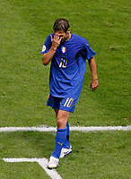 Photo: Glyn Thomas.<br />Italy v France. FIFA World Cup 2006 Final. 09/07/2006.<br /> Italy's Francesco Totti is substituted.