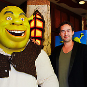 NLD/Amsterdam/20100627 - Inloop premiere Shrek 3D, Schrek monster, en Jeroen Nieuwenhuize