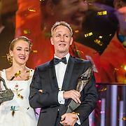 NLD/Amsterdam/20161221 - NOC*NSF Sportgala 2016, Sanne Wevers is verkozen tot Sportvrouw van het Jaar en haar vader