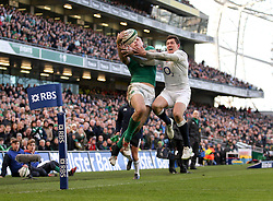 Ireland's Robbie Henshaw and England's Alex Goode challenge for possession in the air - Photo mandatory by-line: Ken Sutton/JMP - Mobile: 07966 386802 - 01/03/2015 - SPORT - Rugby - Dublin - Aviva Stadium - Ireland v England - Six Nations