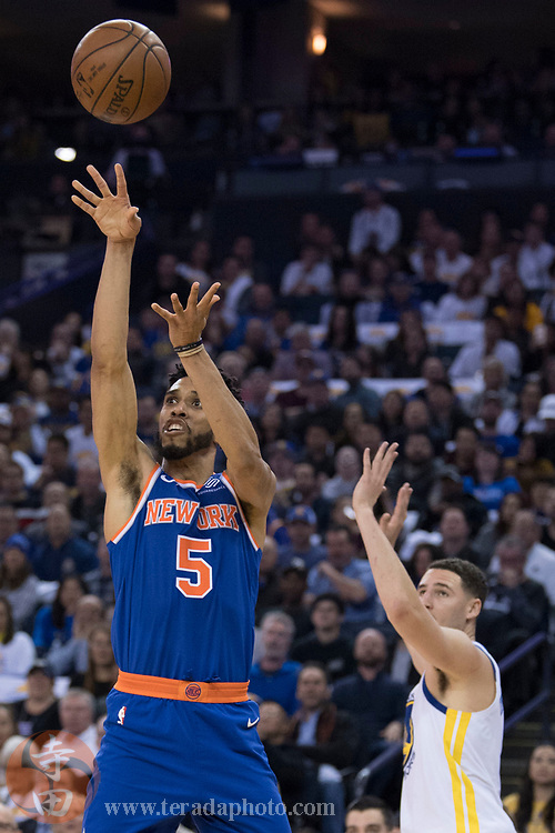 January 23, 2018; Oakland, CA, USA; New York Knicks guard Courtney Lee (5) shoots the basketball against Golden State Warriors guard Klay Thompson (11) during the second quarter at Oracle Arena.