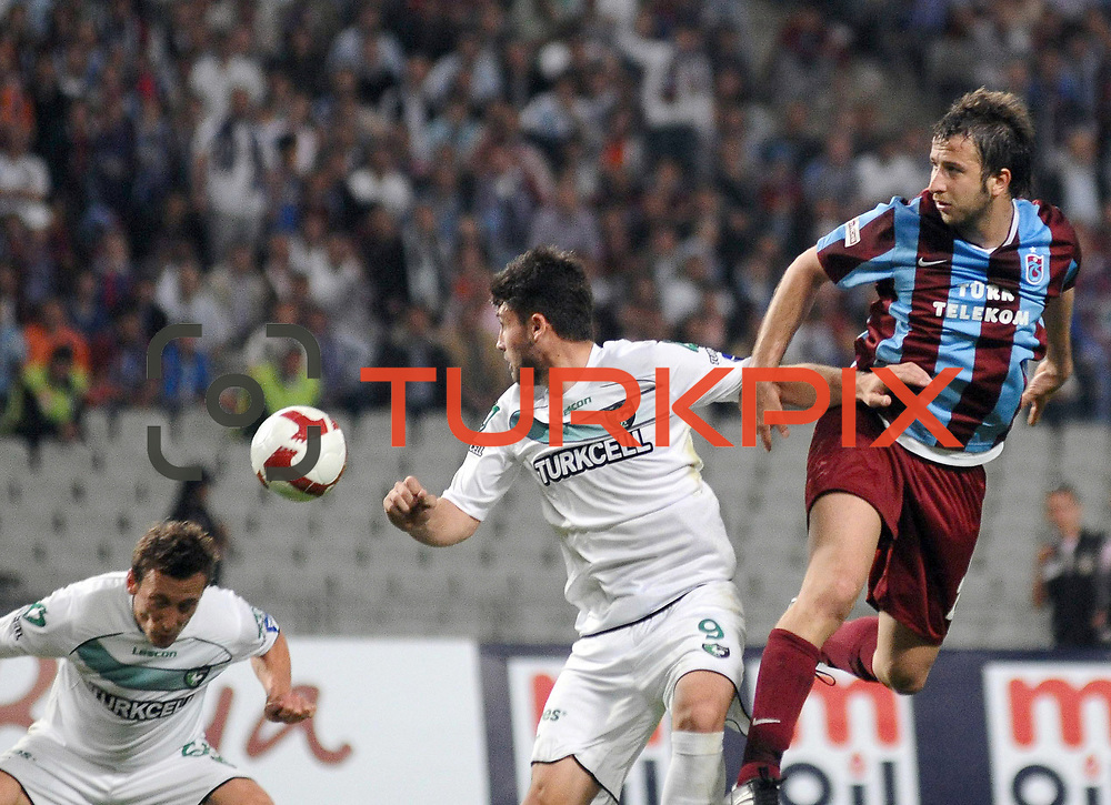 Trabzonspor's Remzi Giray KACAR (R) and Denizlispor's Engin MEMISLER (C) during their Turkish superleague soccer match Trabzonspor between Denizlispor at the Avni Aker Stadium in Trabzon Turkey on Monday, 10 May 2010. Photo by TURKPIX