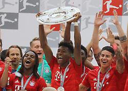 18.05.2019, Allianz Arena, Muenchen, GER, 1. FBL, FC Bayern Muenchen vs Eintracht Frankfurt, 34. Runde, Meisterfeier nach Spielende, im Bild Jubel beim FC Bayern - David Alaba hält die Meisterschale hoch // during the celebration after winning the championship of German Bundesliga season 2018/2019. Allianz Arena in Munich, Germany on 2019/05/18. EXPA Pictures © 2019, PhotoCredit: EXPA/ SM<br /> <br /> *****ATTENTION - OUT of GER*****