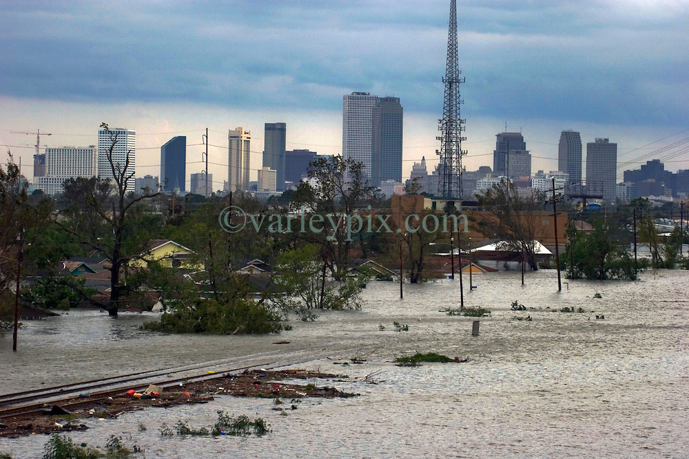 29 August, 2005. New Orleans, Louisiana.<br /> Hurricane Katrina hits New Orleans. Railway tracks disappear in the rising flood waters of the 9th ward. <br /> Photo; Charlie Varley.