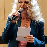 NLD/Amsterdam/20120702 - Presentatie Linda: Meiden, Jildou van der Bijl