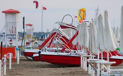 THEMENBILD - Trettboote mit Rutsche am Strand, aufgenommen am 17. Juni 2018, Lignano Sabbiadoro, Österreich // Pedal boats with a slide on the beach on 2018/06/17, Lignano Sabbiadoro, Austria. EXPA Pictures © 2018, PhotoCredit: EXPA/ Stefanie Oberhauser