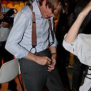 NLD/Baarn/20080821 - Najaarspresentatie 2008 Publieke Omroepen, Jort Kelder heeft problemen met zijn rits