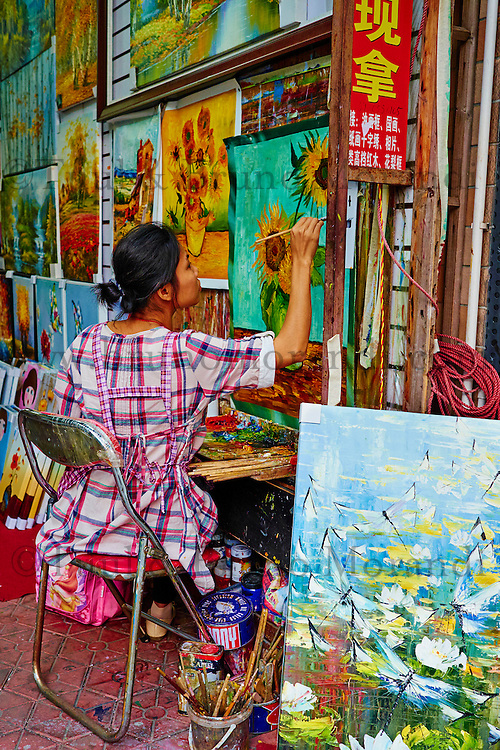 Chine, Province de Guangdong, Shenzhen, quartier de Dafen où les peintres reproduisent les oeuvres les plus celebres // China, Guangdong province, Shenzhen, Dafen oil painting village, Dafen Village is one of the largest production centers for oil paintings in China