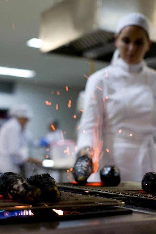 Belo Horizonte_MG, Brasil...Cozinheira cozinhando para o Festival Gastronomico Sabor e Saber...A cook cooking for Gastronomy Festival Sabor e Saber...FOTO: BRUNO MAGALHAES / NITRO