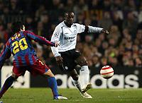 Photo: Chris Ratcliffe.<br /> Barcelona v Chelsea. UEFA Champions League. 07/03/2006.<br /> Claude Makelele gets past Deco