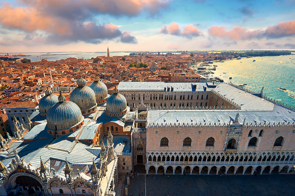 Arial view of St Mark's Basilica & Doges Palace, Venice Italy .<br /> <br /> Visit our ITALY HISTORIC PLACES PHOTO COLLECTION for more   photos of Italy to download or buy as prints https://funkystock.photoshelter.com/gallery-collection/2b-Pictures-Images-of-Italy-Photos-of-Italian-Historic-Landmark-Sites/C0000qxA2zGFjd_k<br /> <br /> <br /> Visit our MEDIEVAL PHOTO COLLECTIONS for more   photos  to download or buy as prints https://funkystock.photoshelter.com/gallery-collection/Medieval-Middle-Ages-Historic-Places-Arcaeological-Sites-Pictures-Images-of/C0000B5ZA54_WD0s