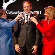 NLD/Amsterdam/20111128 - uitreiking Prins Bernhard Cultuurprijs 2011, aankomst prinses Maxima,