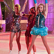 NLD/Hilversum/20110304 - Sterren Dansen op het IJs show 6, Vivian Reijs, Sieneke Peeters en Monique Smit