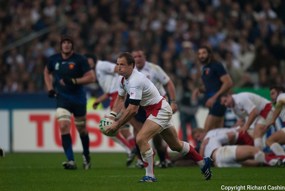 Mike Catt during the 2007 Rugby World Cup semifinal between France and England at Stade de France in Paris