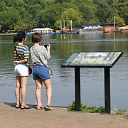UK Weather: People looking at the boating lake as Heatwave continues in Hype park, London, UK. July 26 2018.