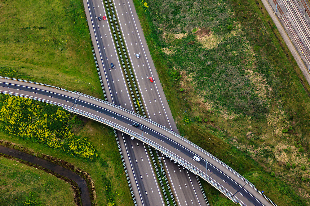 Nederland, Noord-Brabant, Breda, 09-05-2013; Knooppunt Princeville, aansluiting van de autosnelwegen A16 (vlnr) en A58, richting Ettenleur (naar boven).<br /> Junction Princeville, connecting the motorways A16 (left) and A58 near Breda.<br /> luchtfoto (toeslag op standard tarieven);<br /> aerial photo (additional fee required);<br /> copyright foto/photo Siebe Swart.