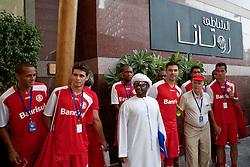 Equipe de jogadores do S.C. Internacional em frente ao Rotana Beach Hotel, em Abu Dhabi, lugar onde a equipe do colorado está hospedada. O S.C. Internacional participa de 8 a 18 de dezembro do Mundial de Clubes da FIFA, em Abu Dhabi. FOTO: Jefferson Bernardes/Preview.com