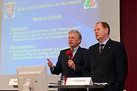 30 SEP 2003, BERLIN/GERMANY:<br /> Roland Koch (L), CDU, Ministerpraesident Hessen, und Peer Steinbrueck (R), Ministerpraesident Nordrhein-Westfalen, stellen ihr Programm zum Subventionsabbau vor, Bundesrat<br /> IMAGE: 20030930-01-005<br /> KEYWORDS: Peer Steinbrück, Ministerpräsident<br /> Pressekonferenz