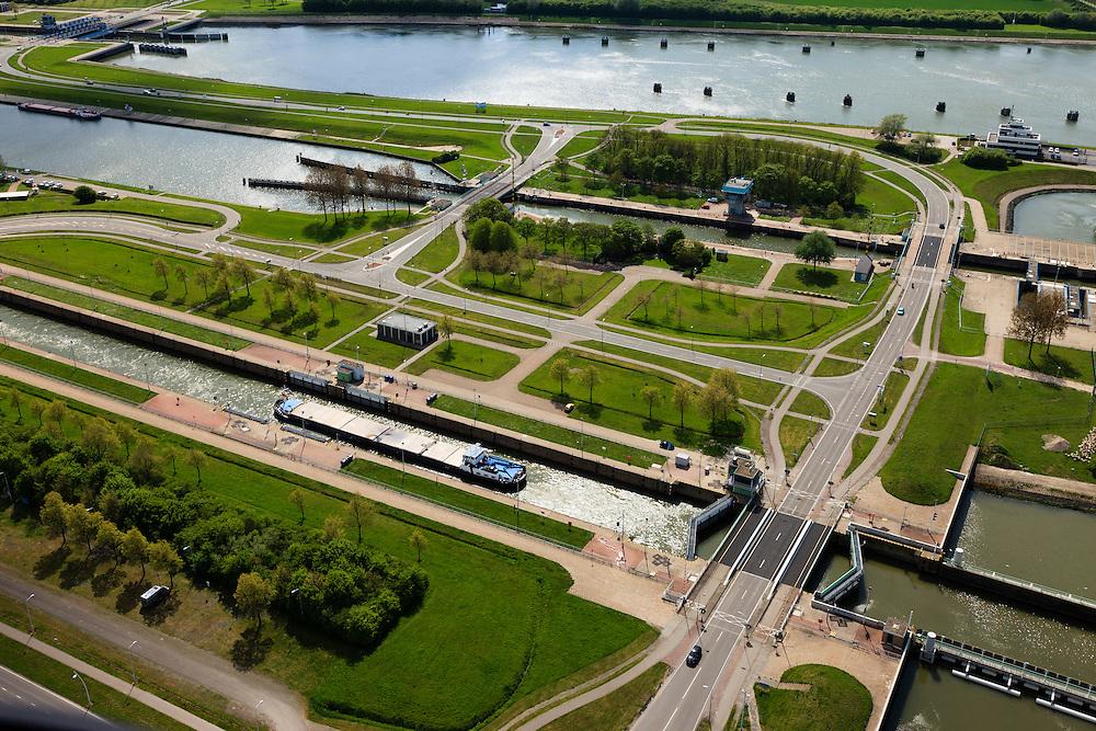 Nederland, Zeeland, Terneuzen, 09-05-2013; Sluizencomplex Terneuzen. Ingang van Kanaal Terneuzen-Gent. Schepen verlaten de Oostsluis of binnenvaartsluis. <br /> View on the sluices of Terneuzen. Entrance of the Canal Terneuzen-Gent. Barges leaving the  canal sluice (Oostsluis).<br /> luchtfoto (toeslag op standard tarieven)<br /> aerial photo (additional fee required)<br /> copyright foto/photo Siebe Swart