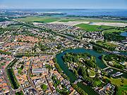 Nederland, Noord-Holland, Weesp, 02-09-2020; centrum van Weesp, met rivier de Vecht. Verder onder andere Grote - of St.Laurenskerk en Torenfort aan de Ossenmarkt, onderdeel van de Stelling van Amsterdam. ZIcht op de Bloemendalerpolder.<br /> City center of Weesp, with the Vecht river. Also included Grote - or St. Laurenskerk and Fort Ossenmarkt.<br /> luchtfoto (toeslag op standard tarieven);<br /> aerial photo (additional fee required);<br /> copyright foto/photo Siebe Swart