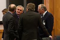 """09 JAN 2004, BERLIN/GERMANY:<br /> Bertie Ahern (2.v.L.), Ministerpraesident Irland, und Guenter Verheugen (R), EU-Kommissar fuer die Osterweiterung, im Gespraech, vor Beginn der Konferenz des Internationalen Bertelsmann-Forums """"Europa auf der Suche nach politischer Ordnung"""", Auswaertiges Amt<br /> IMAGE: 20040109-02-005<br /> KEYWORDS: Bertelsmann Forum, Günter Verheugen"""