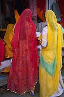 Inde. Rajasthan. Jodhpur. Femme dans les bazars. // India. Rajasthan. Jodhpur. Woman at the bazar.