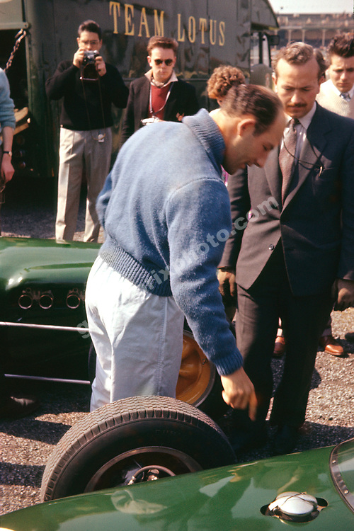 Stirling Moss and Lotus team principal Colin Chapman before the 1960 F2 race at Aintree. Photo: Grand Prix Photo