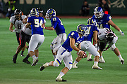 Kwansei Gakuin University quarterback Mitsuhiro Izu (6) makes a run during the 70th annual Rice Bowl American football championship final. Tokyo Dome, Tokyo, Japan. Tuesday January 3rd 2017. The X League champions, Fujitsu Frontiers beat the  collegiate League title holders Kwansei Gakuin University 30-13. The Rice Bowl, one of the oldest Japanese bowl games, It began in 1948. The current format, in which the collegiate champions and X League champions face one other, started in 1984.