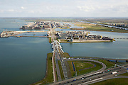 Nederland, Amsterdam, IJburg, 16-04-2008; Zeeburgereiland (met Ringweg A10) in de voorgrond, de Enneus Heermabrug (dubbele boogbrug) is de verbinding met IJburg; het eerste eiland is het Steigereiland daar achter Haveneiland (het rechterdeel bestaat uit het Grote en Kleine Rieteiland, geheel rechts Diemen-Zuid;.Zeeburgereiland (with Ring A10) in the foreground, the Enneus Heerma Bridge (double arch bridge) is the connection with IJburg, the first island is the Steigereiland Haveneiland behind (the right part consists of the Large and Small Island Reed, totally right Diemen-South.luchtfoto (toeslag); aerial photo (additional fee required); .foto Siebe Swart / photo Siebe Swart