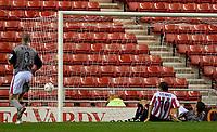 Fotball<br /> England 2004/2005<br /> Foto: SBI/Digitalsport<br /> NORWAY ONLY<br /> <br /> Sunderland v Crewe Alexandra<br /> Coca-Cola Championship, Stadium of Light, Sunderland 10/08/2004.<br /> <br /> Marcus Stewart scrambles the ball over the line.