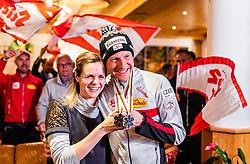 28.02.2019, Seefeld, AUT, FIS Weltmeisterschaften Ski Nordisch, Seefeld 2019, Medaillenfeier, im Bild Silbermedaillen Gewinner Bernhard Gruber (AUT) mit Frau Margret // Silver medallist Bernhard Gruber (AUT) with Wife Margret during medal celebration of FIS Nordic Ski World Championships 2019. Seefeld, Austria on 2019/02/28. EXPA Pictures © 2019, PhotoCredit: EXPA/ JFK