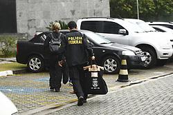 August 18, 2017 - A Polícia Federal cumpre nesta sexta-feira (18), as fases 43 denominada Sem Fonteiras e e 44 denominada Abate da Polícia Federal, onde foram cumpridos 46 ordem judiciais, sendo 29 de busca e apreensão 11 mandados de condução coercitiva e 6 prisões temporárias em São Paulo, Santos e Rio de Janeiro. O ex-deputado federal (PT) Cândido Vacarezza foi preso em sua residência elevado direto para Curitiba. (Credit Image: © Aloisio Mauricio/Fotoarena via ZUMA Press)