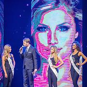 NLD/Hilversum/20160926 - Finale Miss Nederland 2016, Victor Brand in gesprek met Missen Charlotte, Jessica en Zoey Ivory
