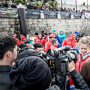 © Maria Muina I MAPFRE. Sophie Ciszek with the chinese media after winning the In Port Race in Guangzhou. Sophie Ciszek con la prensa China tras ganar la costera de Guangzhou.