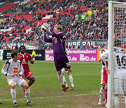 14.03.2010, Fritz Walter Stadion, Kaiserslautern, GER, 2. FBL, 1. FC Kaiserslautern vs FC Energie Cottbus, im Bild von links Straith (Cottbus), Rodnei (FCK), Tremmel (Cottbus), EXPA Pictures © 2010, PhotoCredit: EXPA/ A. Neis