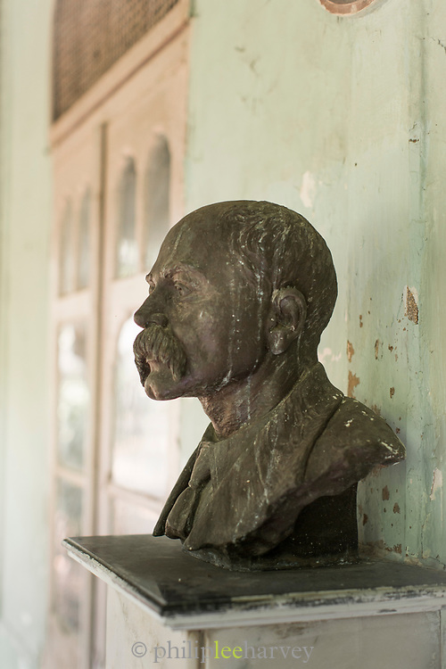 Close-up of statue of Rudyard Kipling, Rudyard Kipling's Bungalow, Mumbai, India