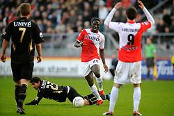 08-11-2009 VOETBAL: FC UTRECHT - HEERENVEEN: UTRECHT<br /> Utrecht verliest met 3-2 van Heerenveen / Jacob Mulenga en Hernan Losada<br /> ©2009-WWW.FOTOHOOGENDOORN.NL
