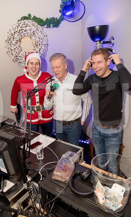 DEDEMSVAART - DJ's voor Teun.<br /> Foto: Jermain van 't Zand (l)Henry van Straaten (m) en Douwe Hoekstra achter de tafel.<br /> FFU Press Agency copyright Frank Uijlenbroek